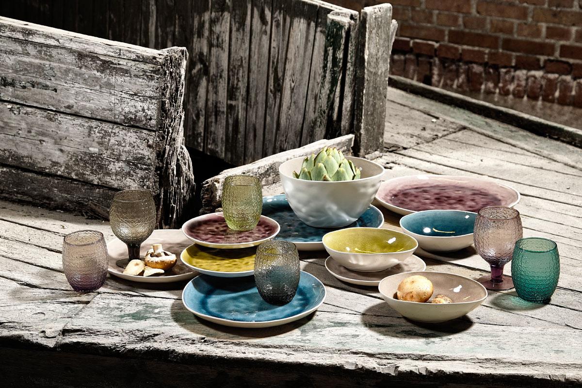 Buntes Geschirr in allen Farben und Varianten, bitte!