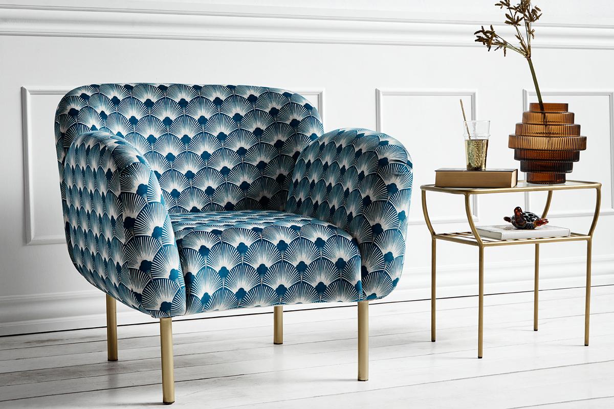 Der blaue Sessel mit typischem Muster, das dem Art Déco zugehörig ist