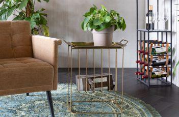 Art Déco gehört zu einem der wichtigsten Wohntrends 2020 und besticht mit goldfarbenen Elementen wie mit diesem Beistelltisch