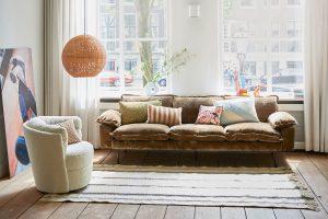 Runde Polstermöbel wie der Sessel gehören zu den Wohntrends 2021