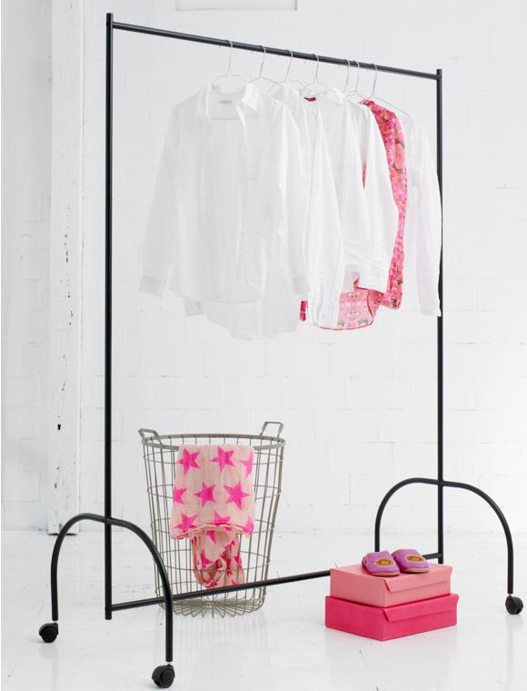 rollgarderobe car m bel. Black Bedroom Furniture Sets. Home Design Ideas